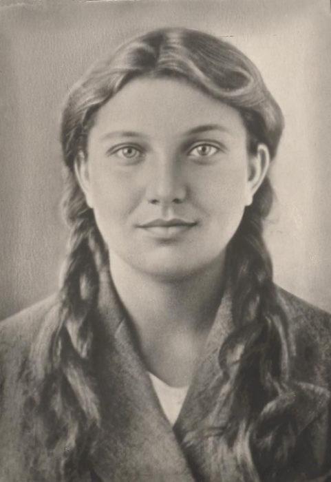Ганна Дмитрівна Сопова (1924-1943) - член підпільної антифашистської організації «Молода гвардія»