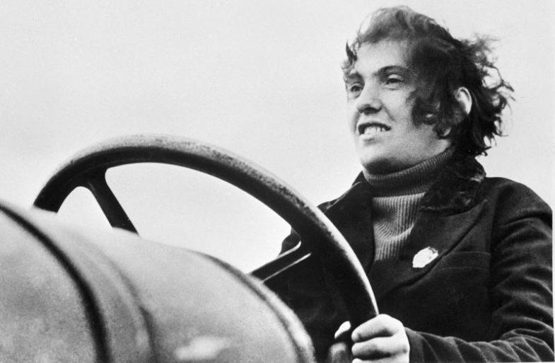 Паша Ангеліна (1913-1959) - одна з перших жінок-трактористок