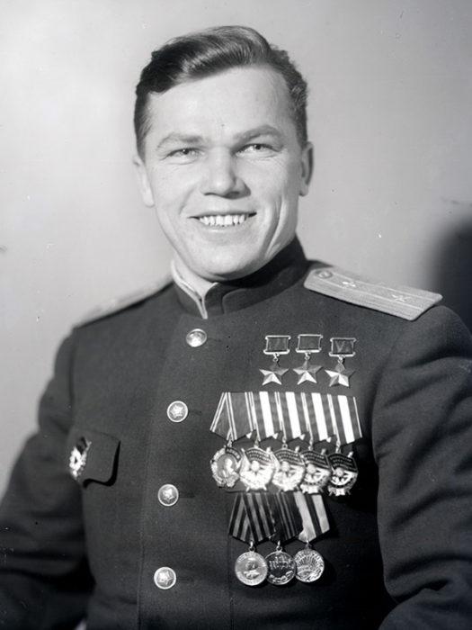 Іван Микитович Кожедуб (1920-1991). Льотчик-ас. Тричі Герой Радянського Союзу