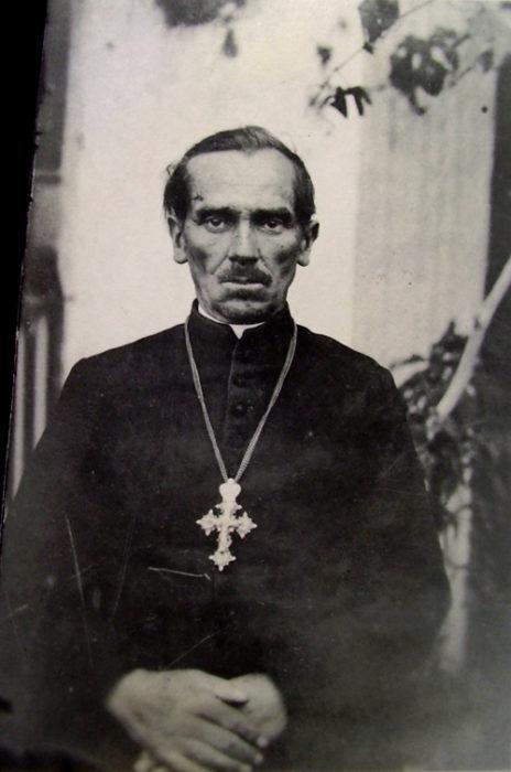 Священик Іоанн Карбованець (1897-1977)