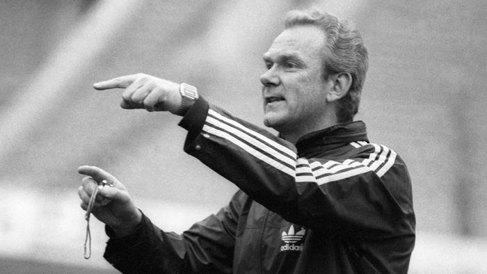 Валерій Васильович Лобановський (1939-2002) — видатний футболіст і тренер